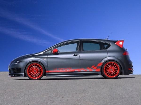 Seat Leon Cupra R JE Design: 330 CV, cerchi in lega da 19 e pneumatici 235/35 1