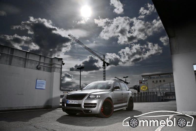 Touareg W12 Sport Edition CoverEFX: cerchi in lega SUV da 22, 500 CV e vernice laminata 1