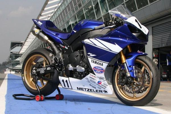 Al via la Yamaha R Series Cup: si corre con pneumatici Metzeler Racetec Interact 1