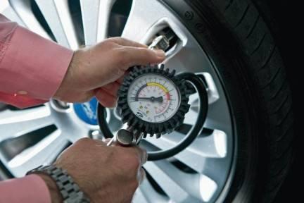 pressione pneumatici Pressione Pneumatici: elemento fondamentale nella manutenzione delle gomme.