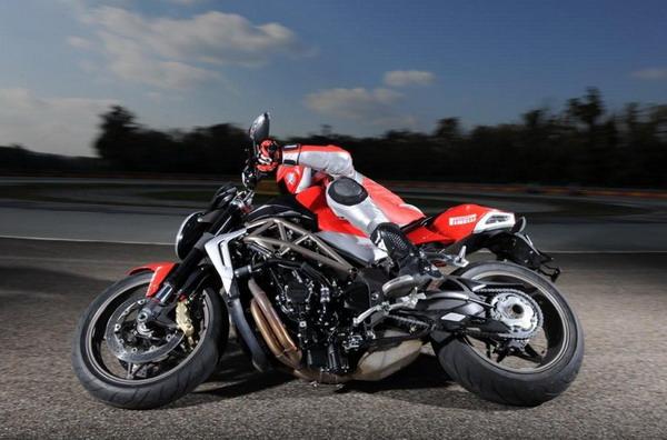 Pirelli Diablo Rosso Corsa: Il test su MV F4, Brutale e BMW S 1000 RR 1