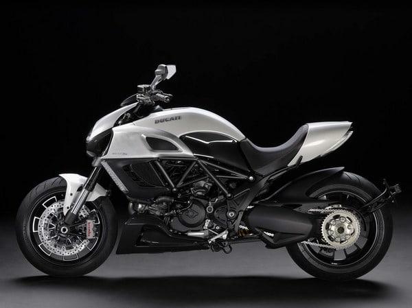 Pirelli Diablo Rosso II,  primo equipaggiamento per Ducati Diavel 2011 4