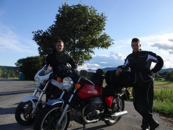 Gomme Blog 4 Riders: da Viareggio a Praga in sella a Ducati Monster e Guzzi 750 V7 Sport