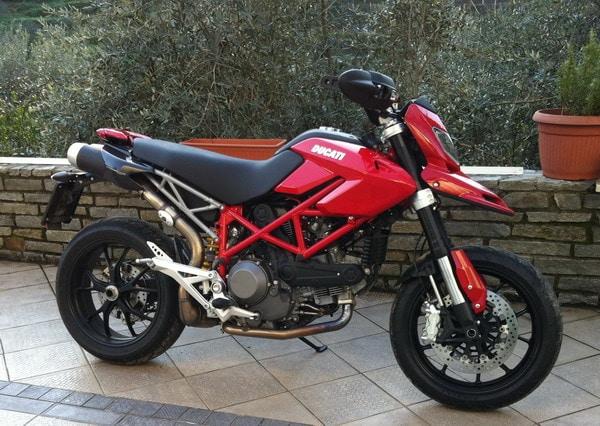 Gomme Blog 4 Riders: La Ducati Hypermotard 1100 EVO di Giacomo 1