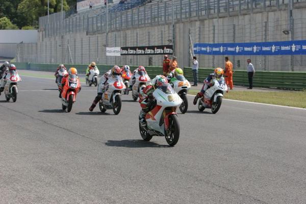 Bridgestone fornitore ufficiale pneumatici per l'RS125GP Trophy 2011 1