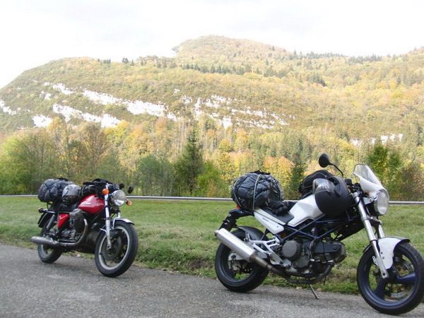 Gomme Blog 4 Riders: Mirko e Francesco, 3000 km in sella a Ducati Monster e Guzzi 750 V7 Sport 1