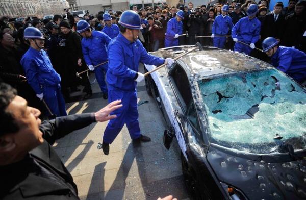 Lamborghini Gallardo distrutta a martellate 1