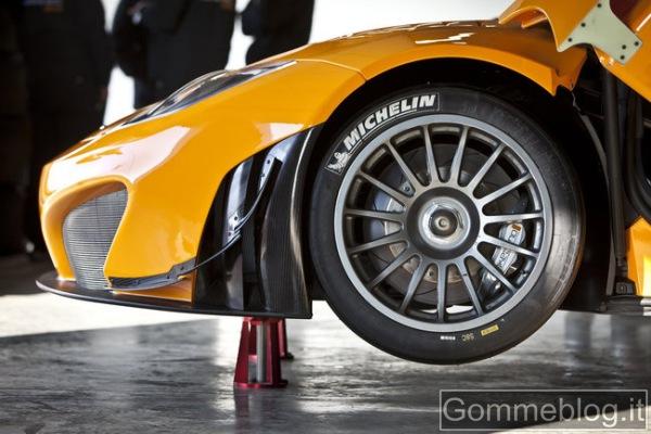 McLaren MP4-12C GT3, in pista a Silverstone 1