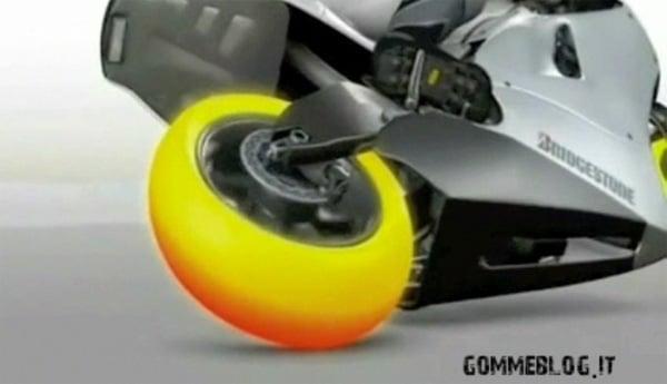 Pneumatici Bridgestone MotoGP: Ecco come lavorano in pista  1