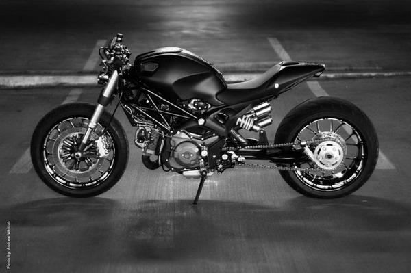 Ducati Monster 1100 Wayne Ransom: gomma posteriore da 300 mm ! 2