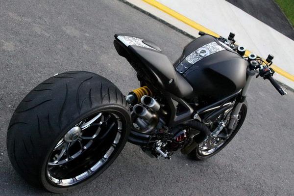 Ducati Monster 1100 Wayne Ransom: gomma posteriore da 300 mm !