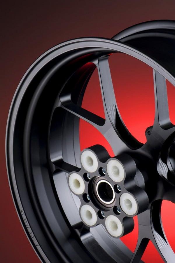 Cerchi in lega moto Titax: pensati per le Supersport più veloci