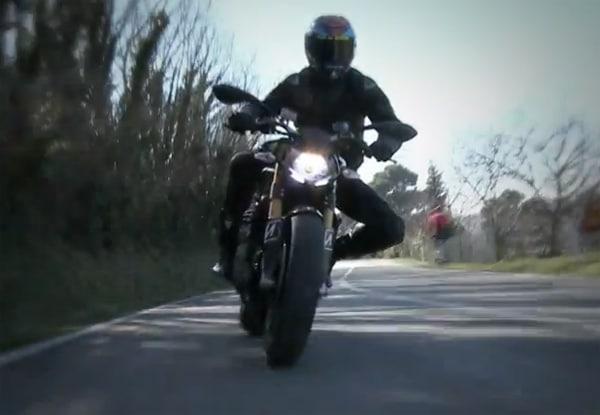 Valentino Rossi ci illustra i nuovi Bridgestone BT-016 Pro
