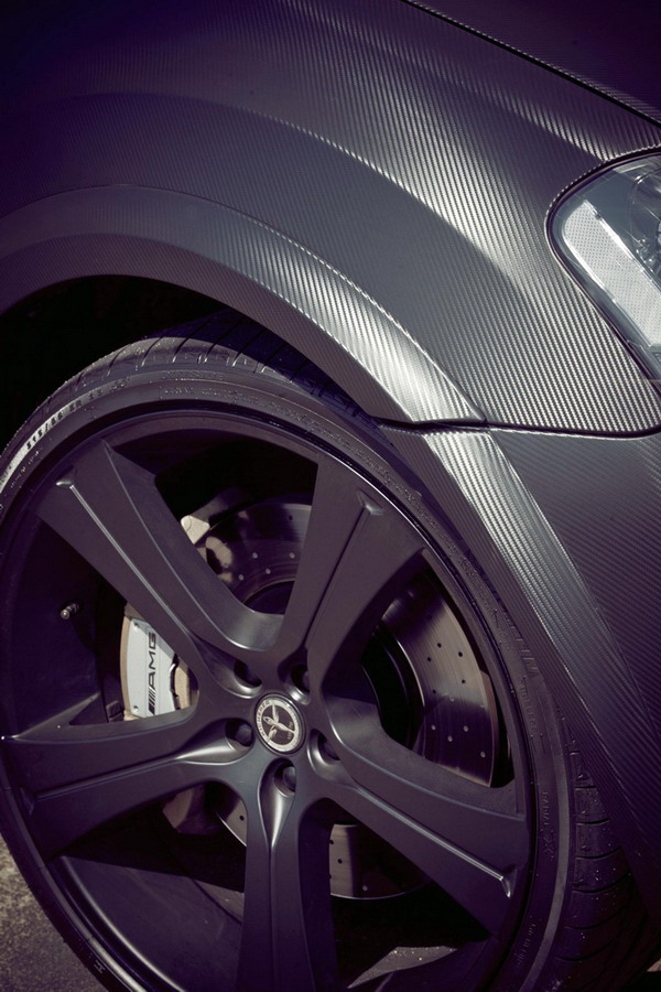 "Michelin Latitude Sport da 23 e ""pelle"" in carbonio per l'ML 63 AMG Tuning Kicherer"