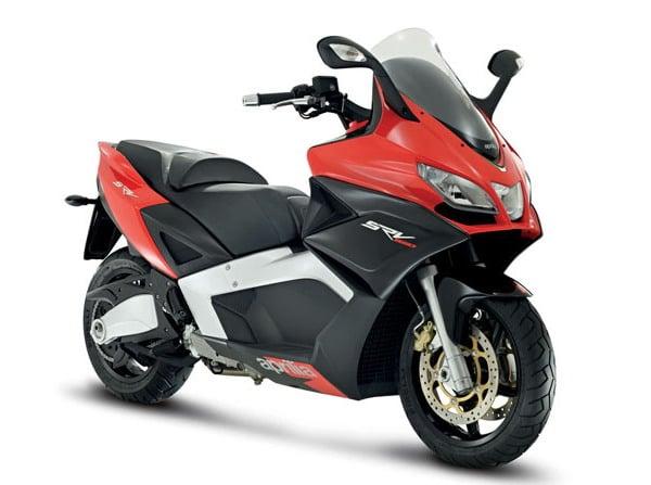 Aprilia SRV 850: nuovo maxi scooter che sembra una Superbike