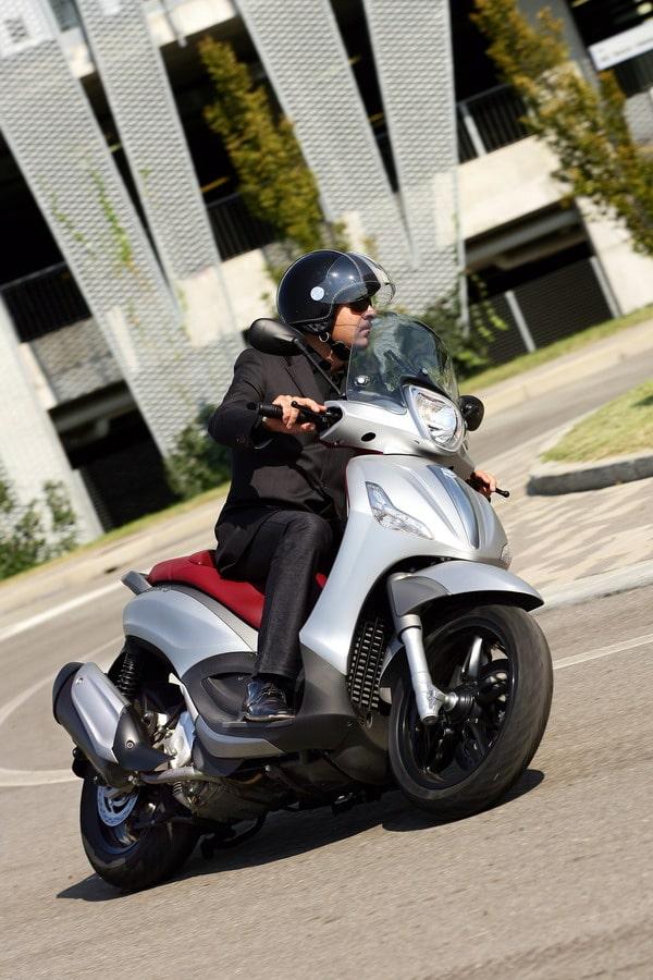 Piaggio all'EICMA 2011: due grandi novità in campo scooter potenti 2