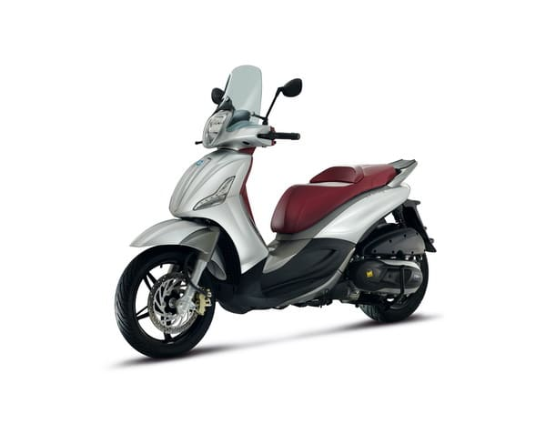 Piaggio all'EICMA 2011: due grandi novità in campo scooter potenti 3