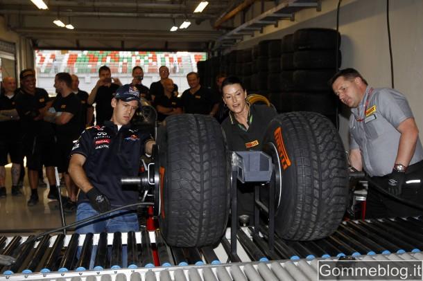 Formula 1: Vettel batte Hembery nella gara di montaggio pneumatici 3