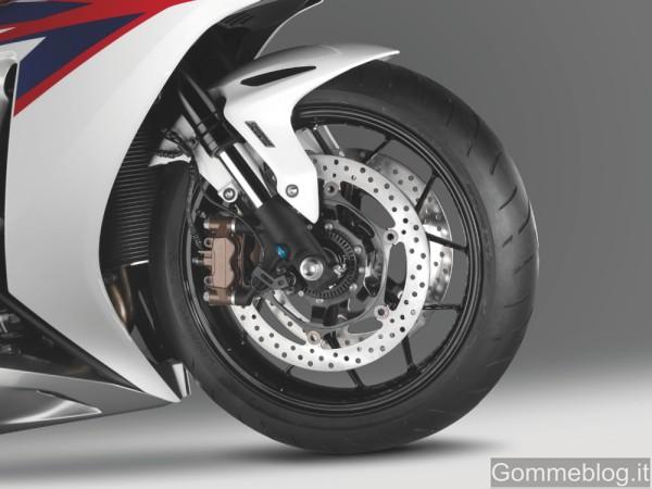 Honda CBR1000RR Fireblade MY 2012: espressione di velocità e dinamismo 7