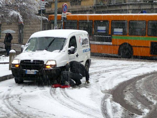 Novara: obbligo di pneumatici invernali o catene da neve a bordo dal 15 novembre