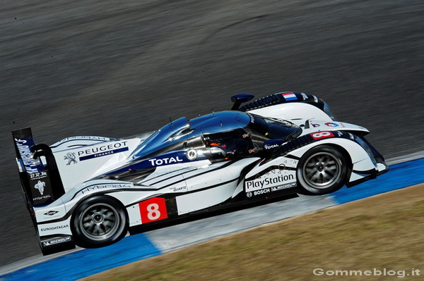 La Peugeot 908 HYbrid4 in prova all'Estoril 2