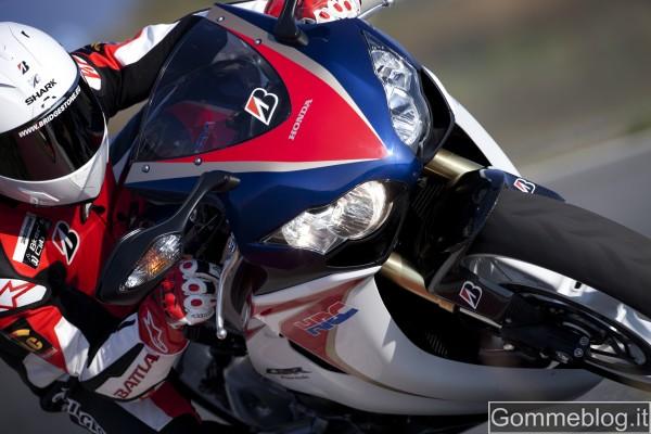 Bridgestone all'EICMA spiega come si realizzano le gomme moto Hypersport 4