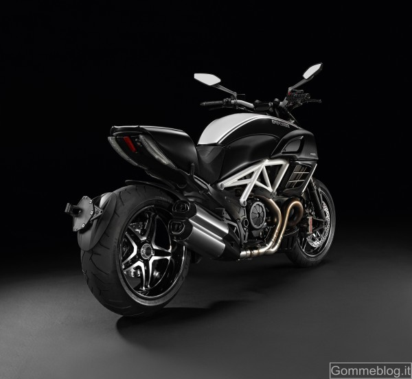 """Ducati Diavel AMG Special Edition: quando un """"diavolo"""" incontra una """"stella"""" 2"""