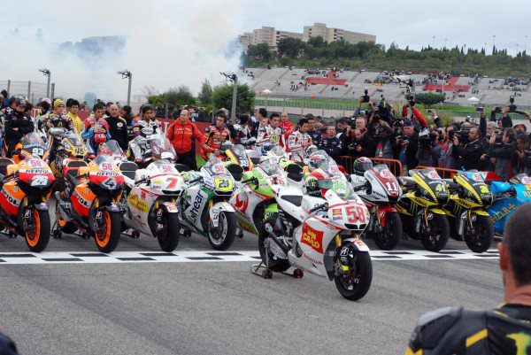 Marco Simoncelli Tributo: Valencia Saluta il Nostro Campione. Schwantz sulla moto 58 3