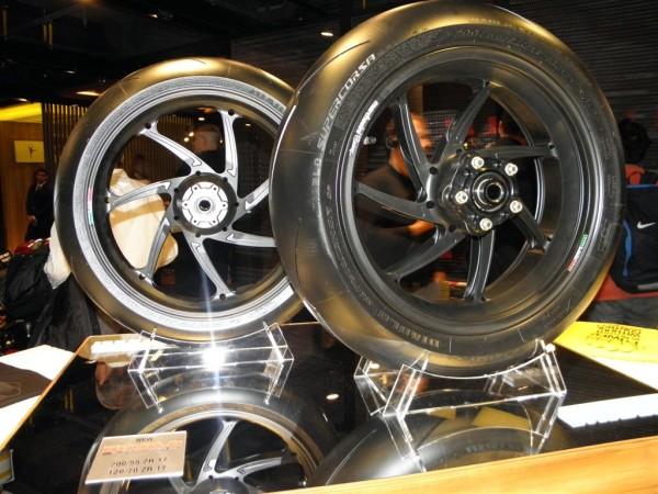 Pirelli Diablo Supercorsa: anteprima nuovi pneumatici racing 2012