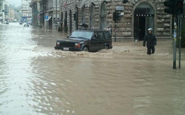 Alluvione Genova: Stop ad auto e moto fino a fine emergenza