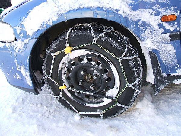 Marche: obbligo di catene a bordo o pneumatici invernali dal 15 novembre