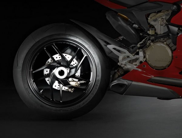 Ducati 1199 Panigale: come cerchi e gomme influiscono sulla maneggevolezza 3