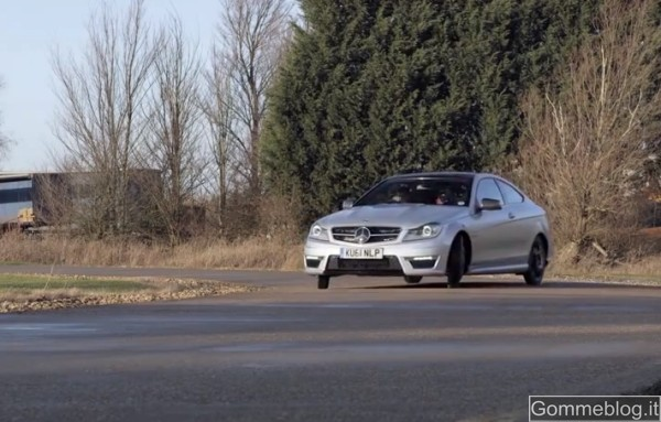 Test Mercedes C63 AMG: Video Drift con 4 Ruotini di Scorta