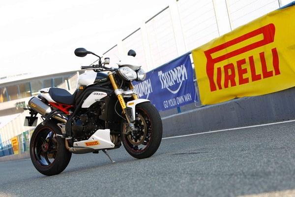 Pneumatici Pirelli Diablo Supercorsa per la nuova Triumph Speed Triple R 4