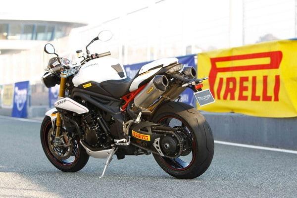 Pneumatici Pirelli Diablo Supercorsa per la nuova Triumph Speed Triple R 2