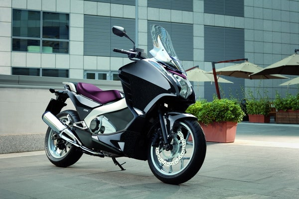 Honda Integra 2012: Prestazioni da moto, Comfort da scooter
