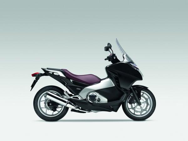Honda Integra 2012: Prestazioni da moto, Comfort da scooter 8
