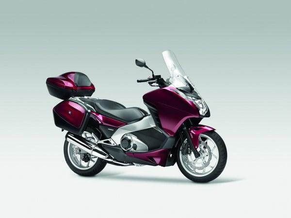 Honda Integra 2012: Prestazioni da moto, Comfort da scooter 7