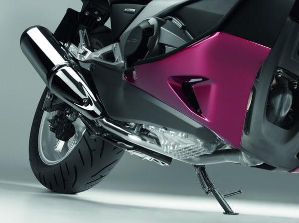 Honda Integra 2012: Prestazioni da moto, Comfort da scooter 9
