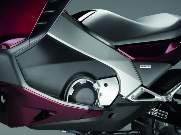 Honda Integra 2012: Prestazioni da moto, Comfort da scooter 2