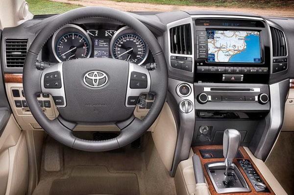 """Toyota Land Cruiser V8 2012: """"Il ritorno del Re"""" 3"""
