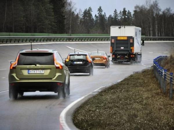 Auto che si guidano da sole: successo per Volvo e il progetto SARTRE 4