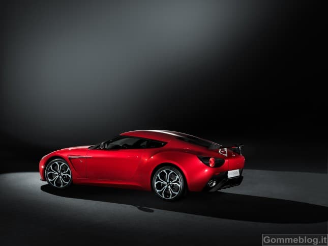Aston Martin V12 Zagato: 150 esemplari per festeggiare i 50 anni di collaborazione 2