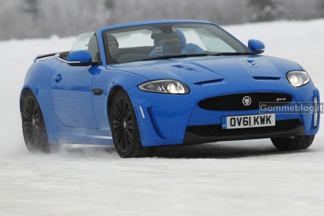 Jaguar XKR-S + pneumatici invernali=drift su neve. Il Video 2