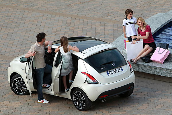 """Lancia Ypsilon: la """"Fashion city car"""" italiana è sempre più premiata 3"""