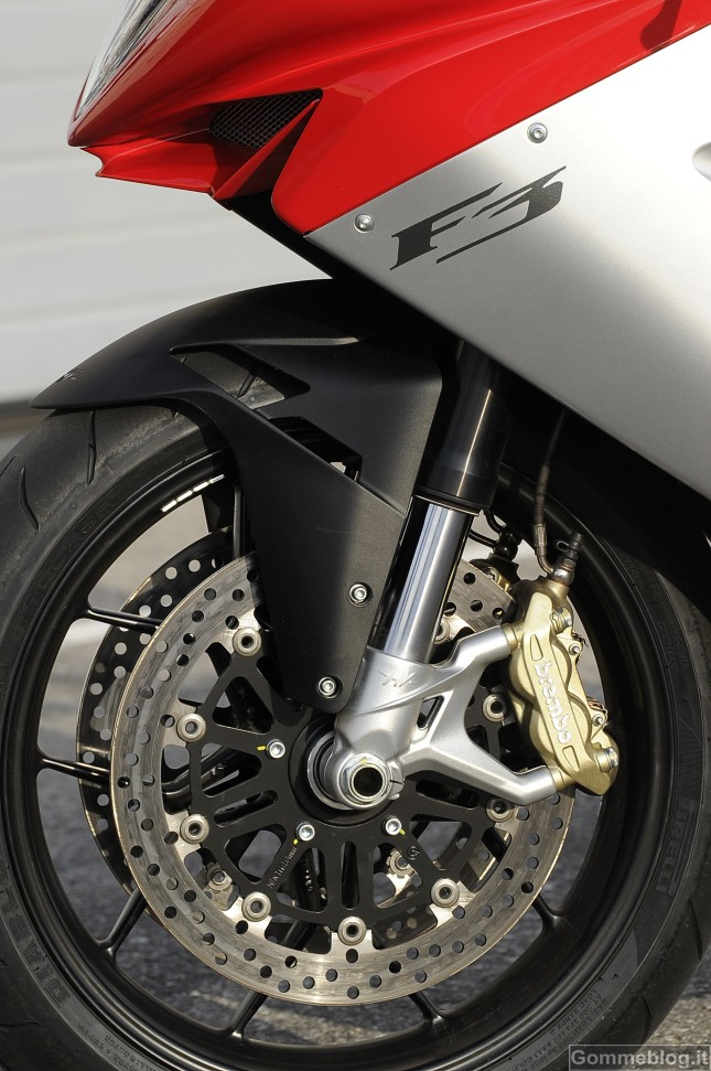 La nuova MV Agusta F3 calza pneumatici Pirelli Diablo Rosso Corsa 2