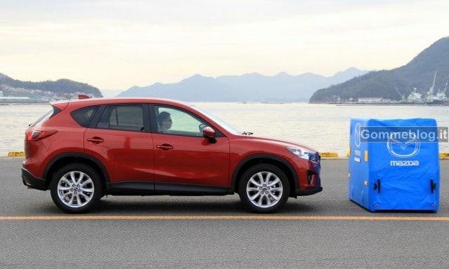 Mazda CX-5 frena da solo. Il Video su come funziona il sistema SCBS