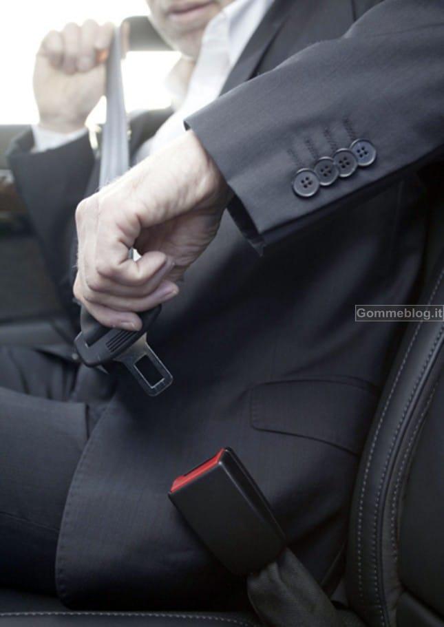 Mercedes inventa le cinture di sicurezza intelligenti che aiutano i soccorsi