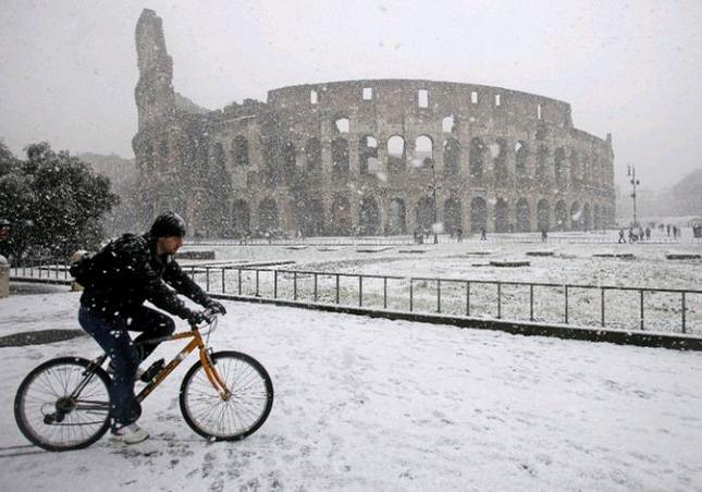 Neve a Roma 10 Febbraio 2012: Catene da neve o pneumatici invernali OBBLIGATORI