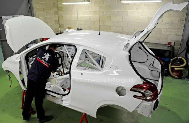 Peugeot 208 R4T: tutta nuova per il WRC 2013
